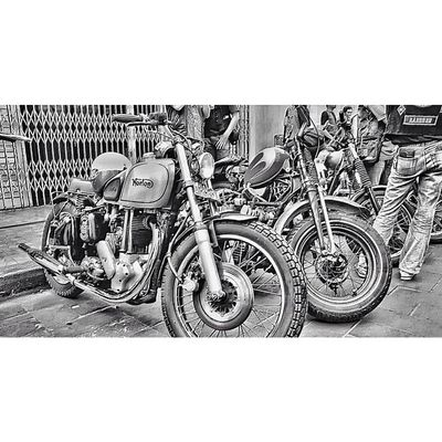 HDR HdrIndonesia Ic_wheels Own_acc iphonesia iphoneonly bike vintage baraya_ig gang_family gf_indonesia instasunda bw bnw blackandwhite monochrome ikaskus gang_kaskus insta_kaskus aic instago instagood statigram webstagram picoftheday photooftheday