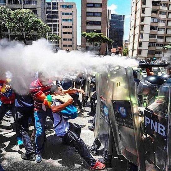 Please let's keep Venezuela in our prayers🇻🇪🙏 Democracy Freedom Fighting Fightingforfreedom Sos Hello World