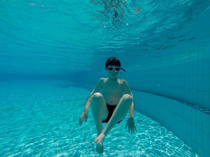 Underwater Photography Open Edit Underwater Diving Pool Eye4photography  EyeEm The Great Outdoors - 2016 EyeEm Awards Feel The Journey Original Experiences Colour Of Life Color Palette Colour Palette מייגיא Sommergefühle