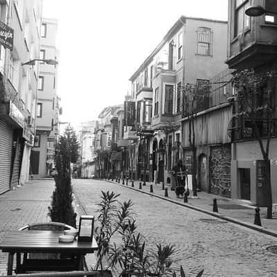 gungortumsa Nisantasi Istanbul Turkey Türkiye Travel Lifestyle Life Street Style Architec Art History Historical Live Love Enjoy Restaurant Buildings Decorate Thebestcountry Thebestcity Insta Instagram Instaturkiye Instabest instareal goodmorning black white blackwhite style
