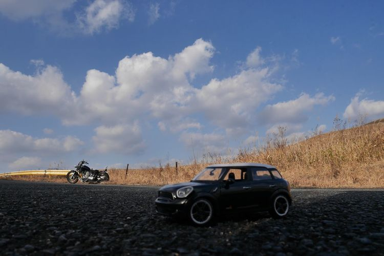 ほふく撮影隊(*´艸`) No Filter, No Edit, Just Photography EyeEm Nature Lover Eye Em Japanese View Blue Sky 天空之夢 Toy Car On The Road Moto Life Mode Of Transportation Transportation Cloud - Sky Land Vehicle Sky Motor Vehicle Car