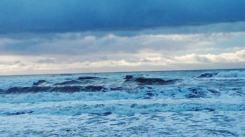 I was having a bad day so i took this photo to remind myself that even when we face bad days in our lives there is still beauty in the chaos <3 Landscape EyeEm Nature Lover Beautiful Nature Ocean View The EyeEm Facebook Cover Challenge TasmaniaAustralia Tasmania