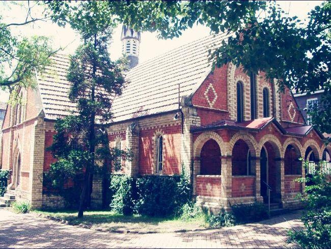 이쁜건물이라고 생각했는데 백년된 교회라네요