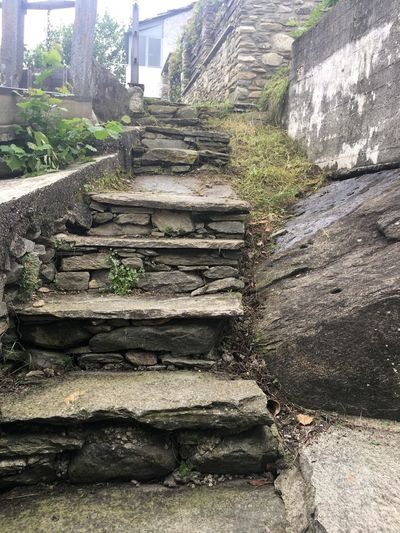 Percorso di pietra in montagna Architecture Staircase Built Structure Steps And Staircases The Way Forward Day Direction Nature No People Outdoors Building Exterior Building Stone Material First Eyeem Photo