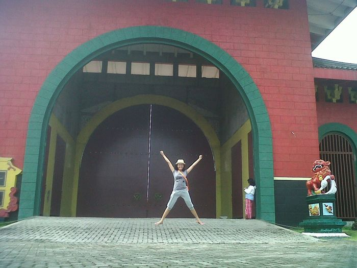 Holiday Memories Check This Out Vihara Indonesia_photography ThrowBackMyCollection Jump Shot Streetphotography Snapshot