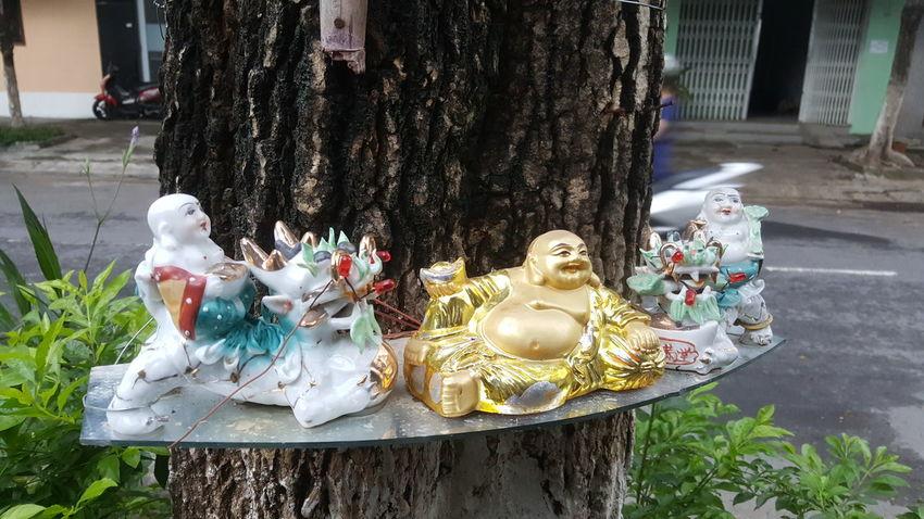 Tree shrine of street barber in Da Nang, Vietnam. Street Trees Shrines Buddha Buddhism Religion Danang Vietnam