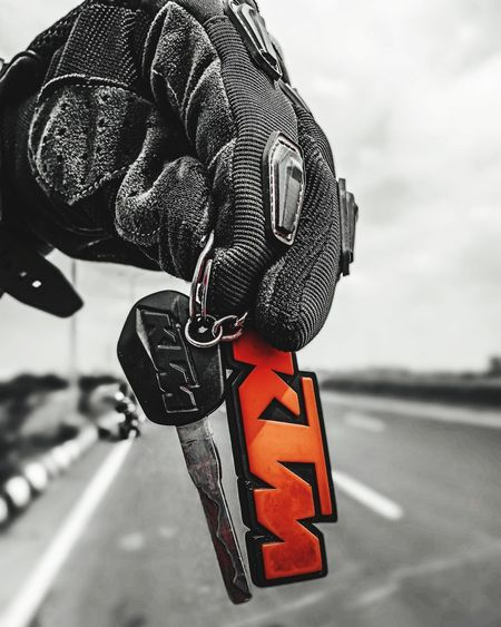 Key to happinesses 😁 Focus On Foreground Bike KTM Duke200 Racing Bike Ride Bikers Outdoors KTMRacing Ktmworld Ktmduke200india The Still Life Photographer - 2018 EyeEm Awards Summer Road Tripping