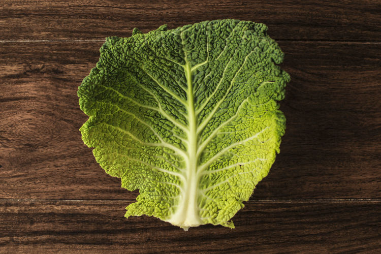 Close-up Day Directly Above Food Food And Drink Freshness Green Color Healthy Eating High Angle View Indoors  Leaf Nature No People Single Object Studio Shot Vegetable Wood - Material Wood Grain