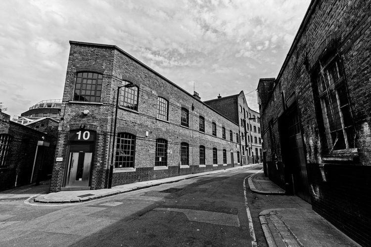 London street London Monochrome Monocrome Bandw Architecture Light And Shadow Brick Wall Londonstreet The Architect - 2015 EyeEm Awards Streetphotography