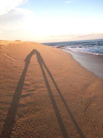 Los Cabos Kissing Couple Best Friends Beachphotography Shadows And Silhouettes Shadow-art