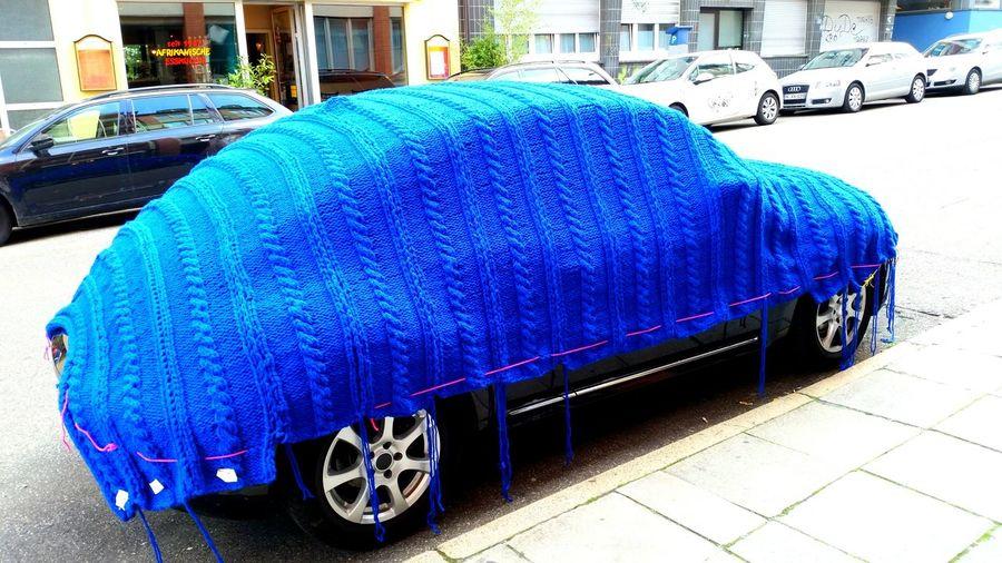 Car blanket! Knittingfrenzy Knitting Knittedwithlove Knitporn Eyeem Urban Photography Eyeem Urban Shots Eyeem Urban Art Blanket Carporn Blue Wave Adapted To The City #urbanana: The Urban Playground