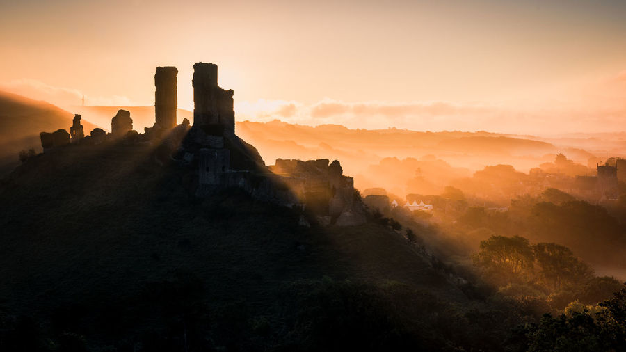 Corfe Castle at sunrise in Dorset Dorset EyeEm Best Shots Ancient Ancient Civilization Architecture Beauty In Nature Building Building Exterior Built Structure Corfe Castle Environment History Landscape Mist Nature No People Outdoors Scenics - Nature Sky Sunrise The Past Tranquil Scene Tranquility Travel Travel Destinations