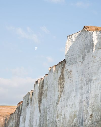 Moonrise above the wall TheWeekOnEyeEM Seaside Landscape Nature Nature_collection Picardie Cliff Moon Moonrise EyeEm Selects Low Angle View Day No People Outdoors Sky Nature The Great Outdoors - 2018 EyeEm Awards