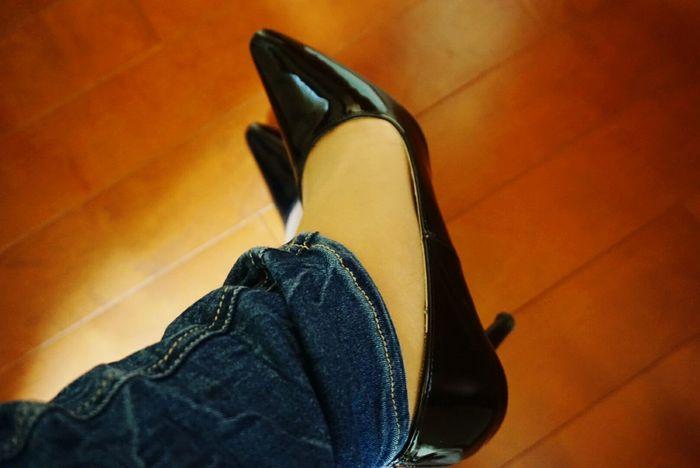 お気に入りのパンプスが見付からなくて、今度の休みは部屋掃除決定の朝。In Japan Japanese  Yes , I Wear HEELS :) High Heels Pumps ♥ Black Blue Jeans Patent Relaxing Time Good Morning