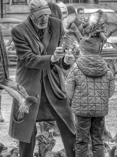 Senior Adult Senior Men Archival Community Adult People Outdoors Street Photography Pigeons ATTACK Bnw_globe Bnw_city EyeEmBestPics Bnw_magazine BNW PARIS Bnwphotography Bnw_friday_challenge Bnw_friday_eyeemchallenge Bnw Real People Only Men Lifestyles Pigeons Life Photooftheday Paris, France  Eyeem Photography