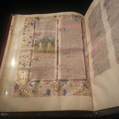 Illuminated Manuscripts. Gold foil for the sacred and divine. Middleages Woodapeuro