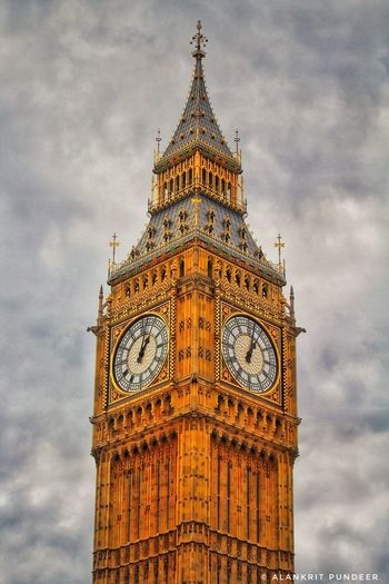 Architecture Travel Destinations History Politics And Government Clock Tower Outdoors Clock Day No People City Time Close-up Sky Clock Face