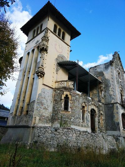 Architecture Built Structure History Sky Building Exterior No People Old Ruin Low Angle View Outdoors Camprodon Ripolles Catalunya Catalonia Travel Destinations Autumn🍁🍁🍁