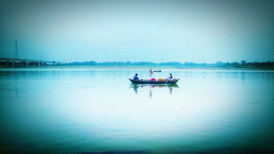 new day,new hope , new beginning.... #ganga #allahabad #uttarpradesh #memories #newsrart #hope #morning #goodday #river #boat #travelphotography #incredibleindia #natureloverashish #eyeemnaturelover #PeacefulMoment #traveldestinations #travelling Nature Photography #Enjoyinglife #nature_collection #EyeEmNaturelover #nature #photography ınstagram #Scenic View #colors Of Life #beautiful Peaceofmind #Vivid A New Beginning Water Rowing Oar Men Full Length Paddleboarding Sitting Nautical Vessel Togetherness Women Fisherman Fisherman Outrigger