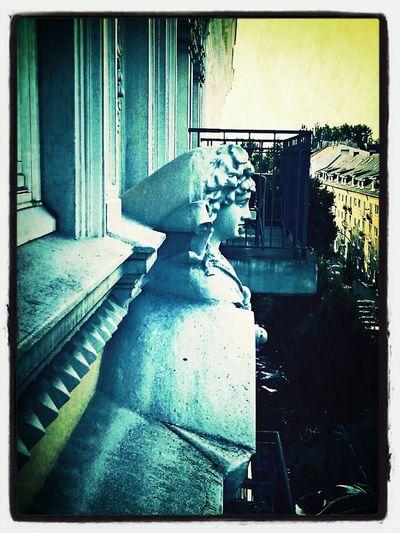 Street Photography Hamburg Galionsfigur am Haus