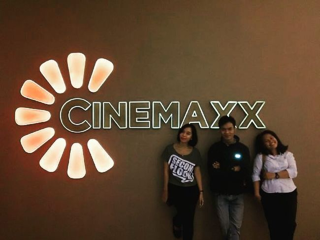 Watching movie TheWalk MOVIE Instamovie Instacinemax Cinemax Cikarang Bekasi Lippocikarang Thewalkmovie Friends Enjoy Macbox Orangecounty