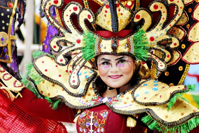 Kepri Fashion Carnival Eye Make-up Classic Style Classic Elegance Full Colors  Culture Culture And Tradition Cultures Culture Of Indonesia Cultural Heritage EyeEm Best Shots EyeEmNewHere EyeEm Selects EyeEm Gallery Eye4photography  Portrait Young Women Smiling Looking At Camera Happiness Ceremony Headwear Celebration Headshot Multi Colored Carnival Carnival - Celebration Event Festival
