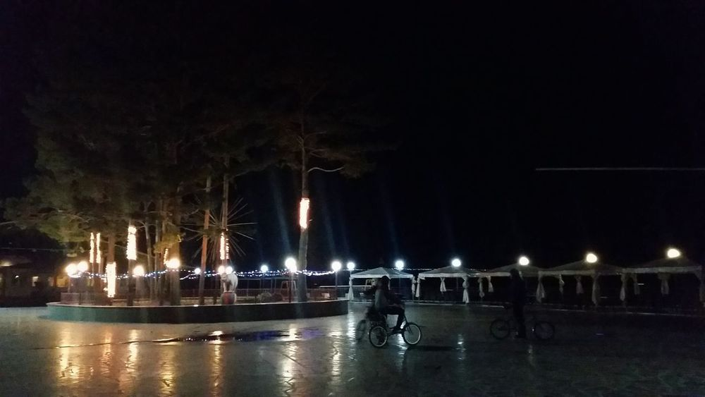 Park People Peoplephotography Bysicle Night Lights Nightphotography Atmospheric Mood Hotel Riviera