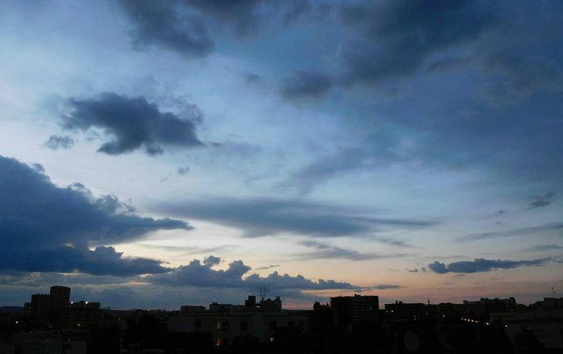 Athmosphère Céleste Beauté Du Ciel Harmonie Beauté Des Couleurs Ciel De Juin Architecture Vision D Un Soir Sur Aubervilliers
