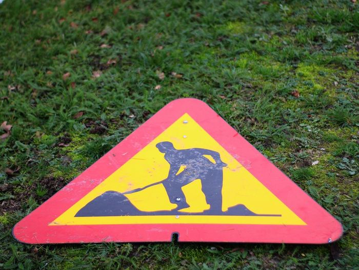 50mm F1.8 Sweden Road Sign Yellow Communication Triangle Shape Danger Warning Sign Grass Road Warning Sign Information Sign Warning Symbol Sign Warning