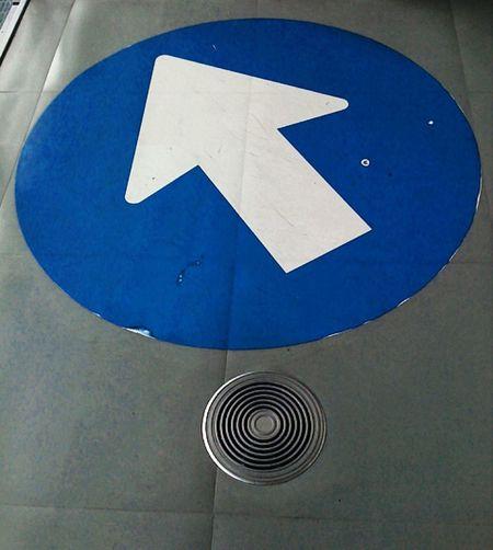Top Left Arrow Blue White