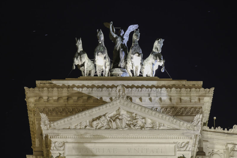 Altare Della Patria City Nightphotography Rom Roma Rome Architectural Column Architecture Art And Craft Built Structure City Craft History Human Representation Low Angle View Night No People Representation Sculpture Statue The Past Tourism Travel Travel Destinations Travelphotography