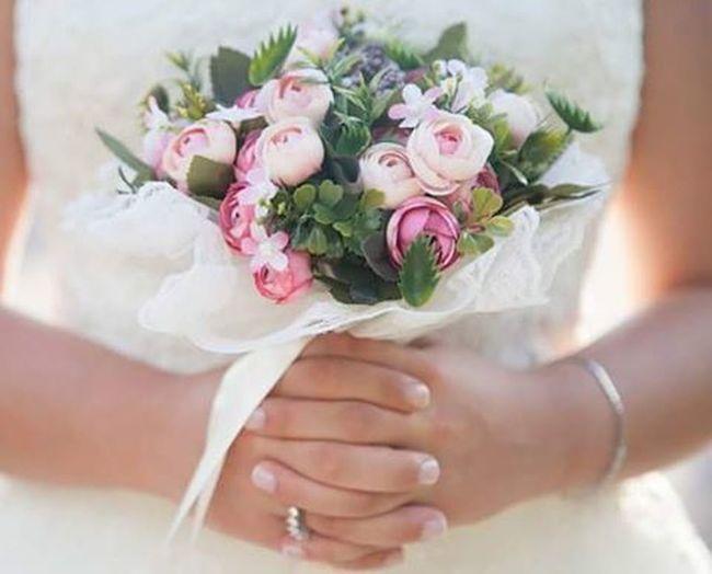 En guzel detaylar gelin buketi olmadan olmaz. Kübra+Kartal Elifeceyigitphotography Gelinbuketi Wedding Weddingday  Weddingphotography Weddingphotographer Dugun Dugunfotografcisi Dügünhikayesi Gelin Damat Gelinlik