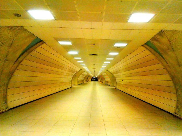 Notes From The Underground Yeraltı Lights Empty Places ışıklar Learn & Shoot: Leading Lines