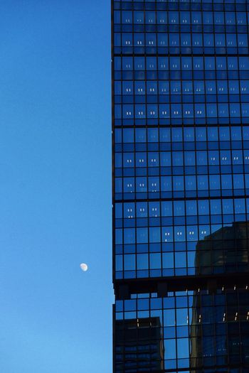 歳末点描:オフィス街ムーン/Moon and building LUMIX DMC-GM5K Moon Architecture Building Exterior Built Structure Moon Low Angle View Blue Clear Sky Skyscraper No People Day City Sky