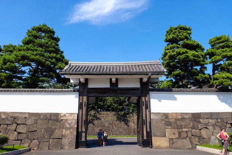 Tourists Edo Castle Imperial Palace Sakuradamon Sakurada Gate Landscape_photography Landscape_Collection Landscape FUJIFILM X-T1 XF 18-135mm/f3.5-5.6 WR The Architect - 2016 EyeEm Awards
