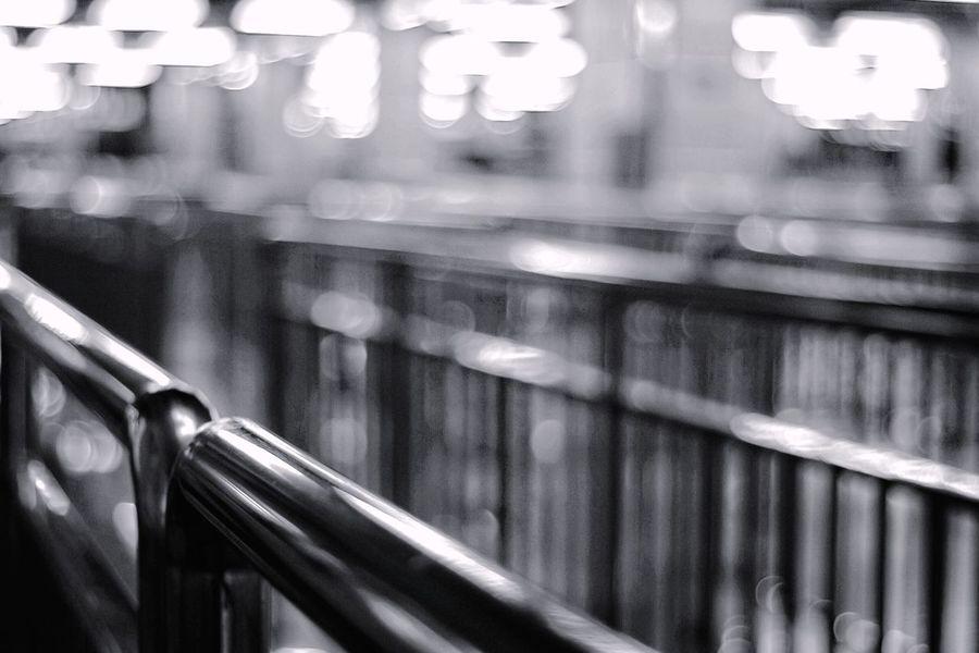 Creative Light And Shadow 晚安, 地铁 栏杆 斑斓 质感 光晕