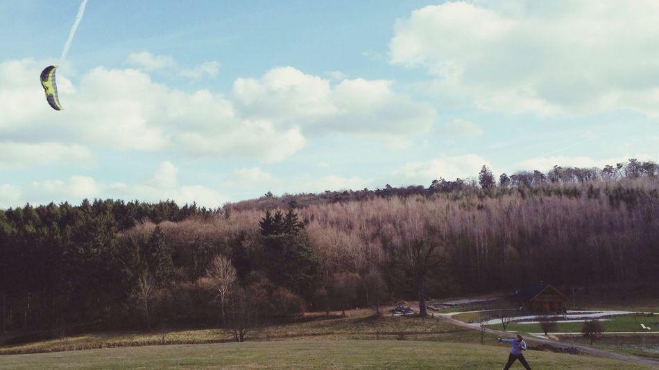 Lenkdrachen fliegen im Frühling Outdoors Lenkdrachen Frühling First Eyeem Photo