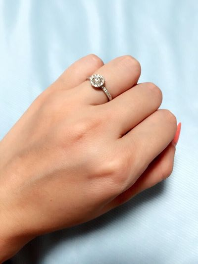 わたしの大切な婚約指輪。でも結婚しちゃうと使用頻度が本当減っちゃう!!勿体無い!!笑 Engagement Ring 2015.09.11 Precious Memories