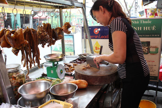 Adult Adults Only Banhmi Banhmiphalau Banhmiphalautieu Banhmithit Banhmivietam Banhmivietnam Banhmy Candid Commercial Kitchen Day Indoors  One Person One Woman Only Only Women People Preparation  Real People Vietnamfood Vietnamfoods Vietnamfoodstreet