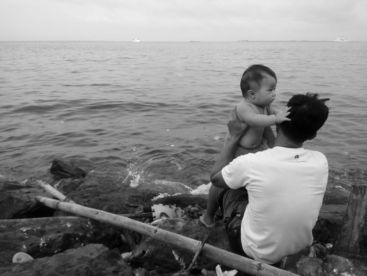 Father & Son Fatherhood Moments Monochrome Black & White Street Photography Horizon Over Water Innocence Eyeem Philippines Bonding Time Monochrome Photography Enjoy The New Normal