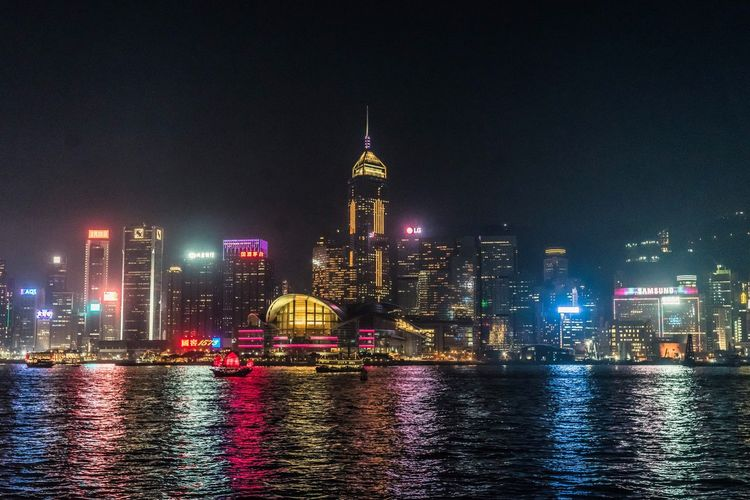 Voigtlander Nokton 40mm F1.4 Reflaction Nightphotography Hongkongtrip Hongkongphotography Colorful City Building Exterior Architecture Tall - High Skyscraper Built Structure Illuminated City Urban Skyline Cityscape Night Water