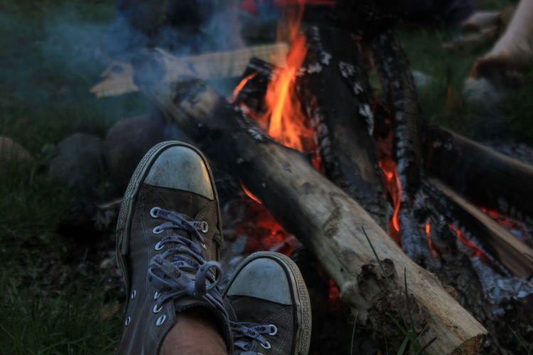 Campen Chucks Fireplace Heat - Temperature Lifestyles Nature Outdoors Personal Perspective Schuhe