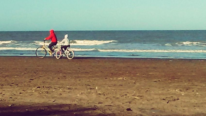 Y E.T.?? 😂😂 Beach Sea Sand Horizon Over Water Bicycle Full Length Cycling Travel Destinations Vacations Travel Outdoors Day People Sky Nature Landscape Adult Only Women Water Wave