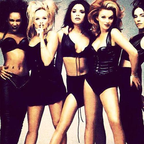 Spice girls <3 Alwaysmyfavorite Girlgroup Babyspice Posh gingerscareyspicesportyspicestinamuahreeneememorieswhenwewouldplaydressup