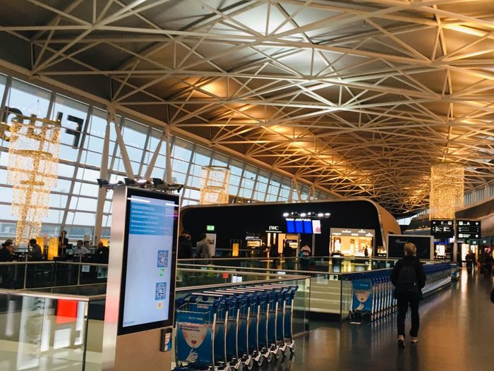 Zurich International Airport Zürich Flughafen Zürich Indoors  Built Structure Business Ceiling Architecture Travel Store Airport Retail Place