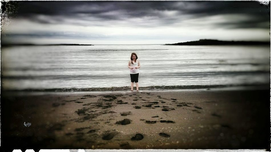 Beautiful Nature Sonyxperiaz2 Reykjanes Geopark Little Girl Sea And Sky Iceland_collection Vintage Style