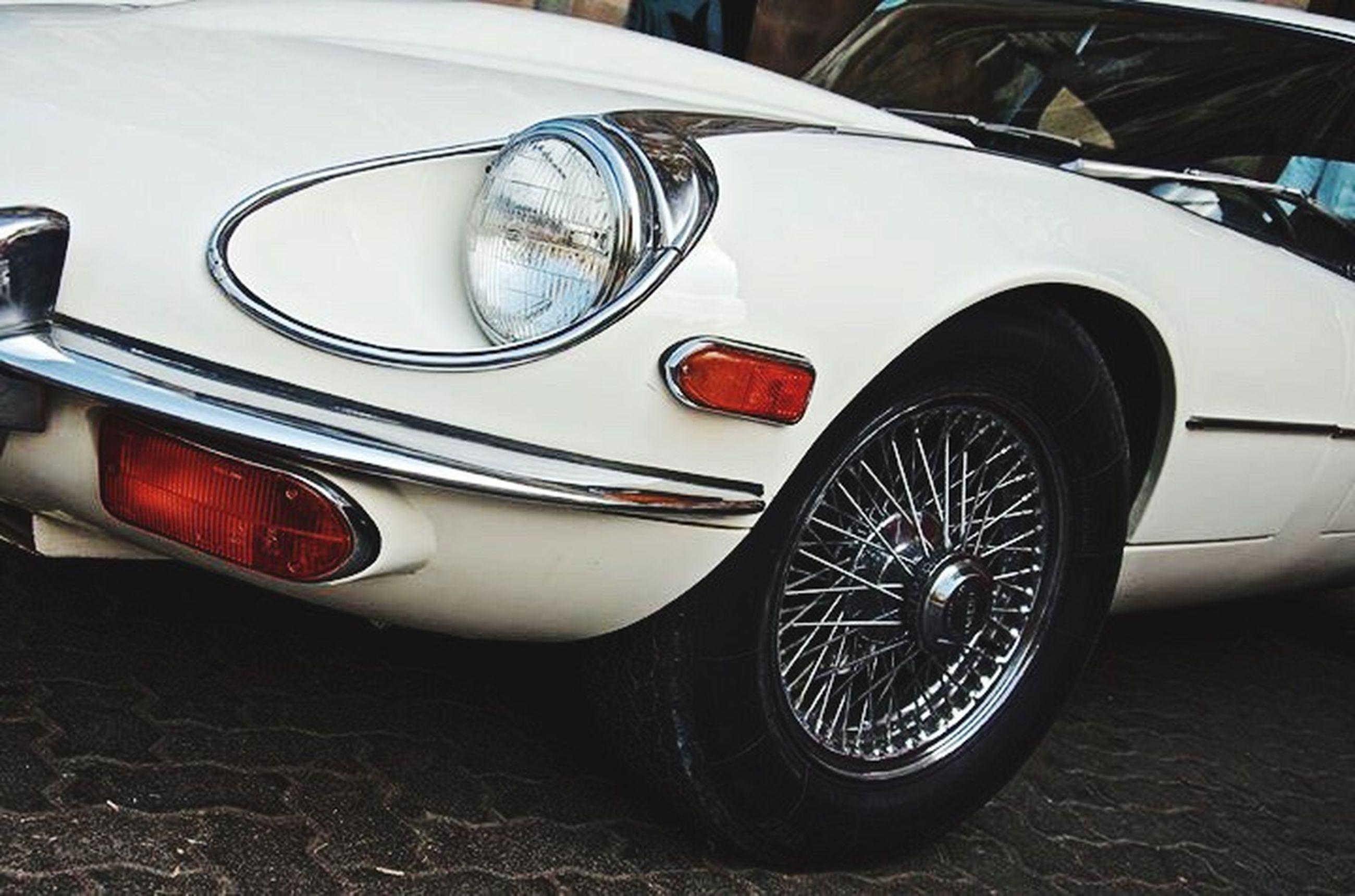 car, mode of transport, headlight, land vehicle, luxury, chrome, transportation, old-fashioned, close-up, collector's car, no people, outdoors, day, motorsport