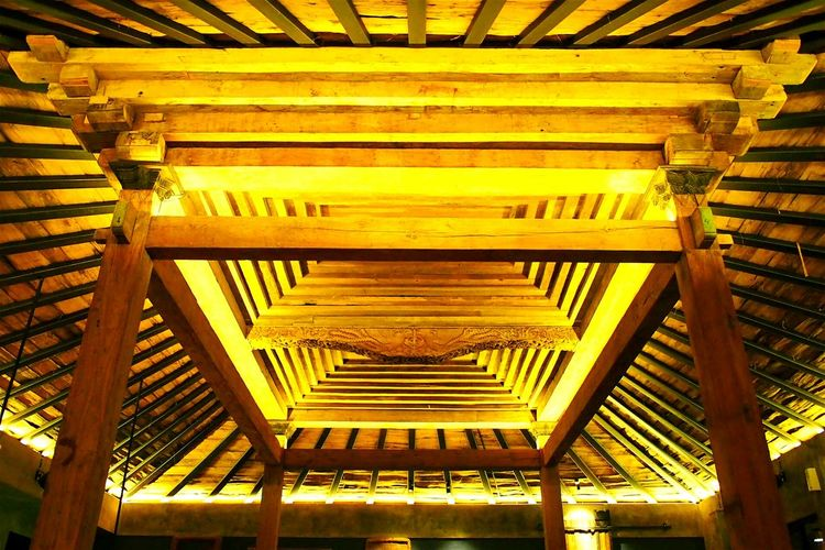 ...javanese heritage the Joglo The Architect - 2016 EyeEm Awards Yellow Wood - Material Woodporn Ambience Javanese Culture Javanese Architecture Javanese Joglo Javanese Wood Carving Indonesia_allshots Check This Out Taking Photos Relaxing Hello World Check This Out Old Woodwork