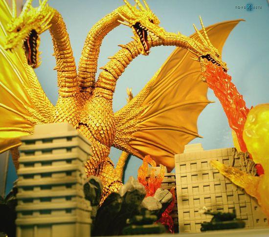 King Ghidorah attacks! Monsterarts Tamashiinations Toyphotography Import Toysaremydrug Toycommunity Toygroup_alliance