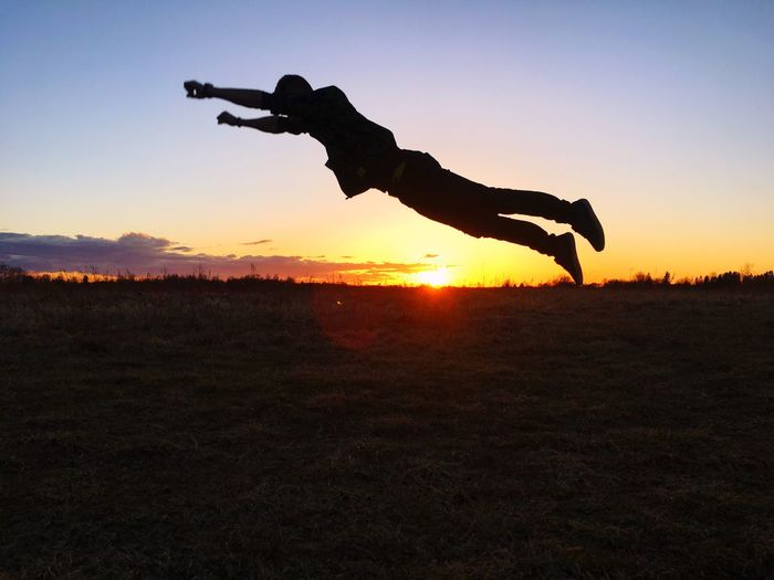 About to fly ✊🏻✊🏻 Nophotographer Superman Sunset Jumping Burstshot The Great Outdoors - 2017 EyeEm Awards
